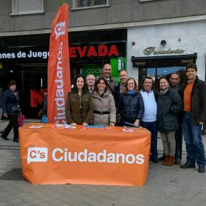 Ciudadanos (C's) Arganzuela informa a los vecinos sobre nuestra propuesta para acabar con las cundas en Embajadores