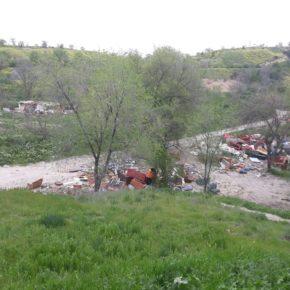 Cs Moratalaz consigue que el Pleno adopte medidas para evitar la acumulación de basura en el Parque de la Cuña Verde