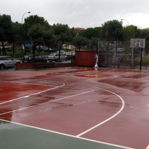 Ciudadanos Fuencarral solicita la instalación de  una cubierta en la cancha de baloncesto de Isla de Tabarca